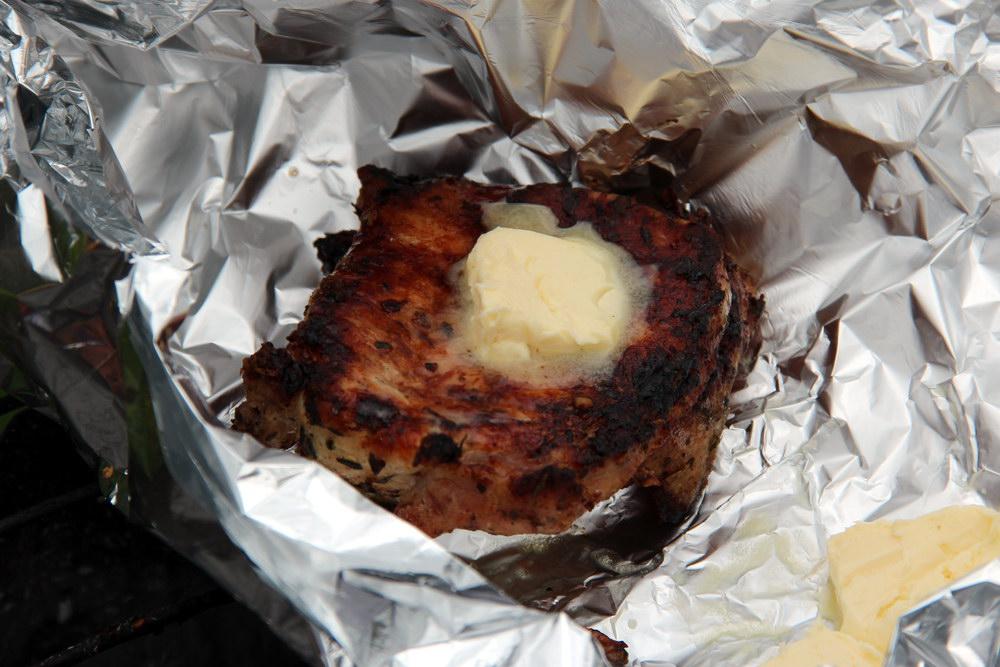 стейк на мангалі