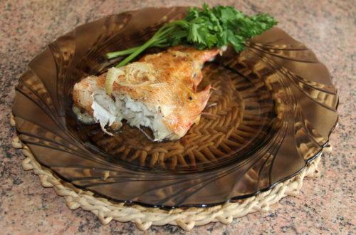 Морський окунь в сметанному соусі