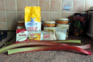 Перевернутий пиріг з ревенем у мультиварці