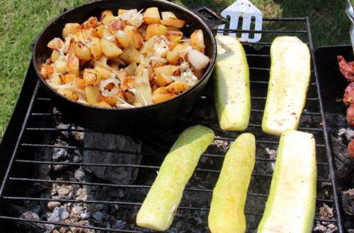 Картопля і кабачки на мангалі