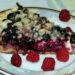 Кольоровий фруктовий пиріг із сиром