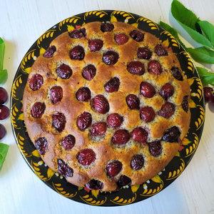 Пиріг з вишнями на сметані