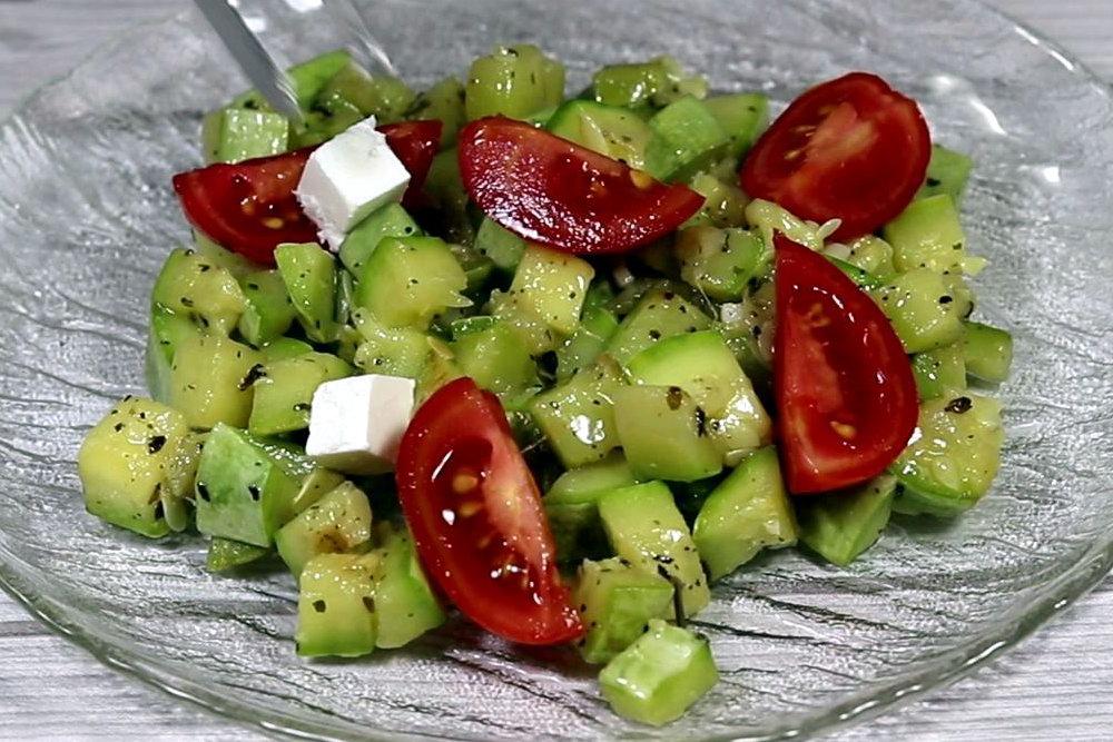 Салат з кабачків з сиром фета та помідорами